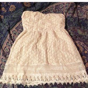 Cute crotchet strapless dress.